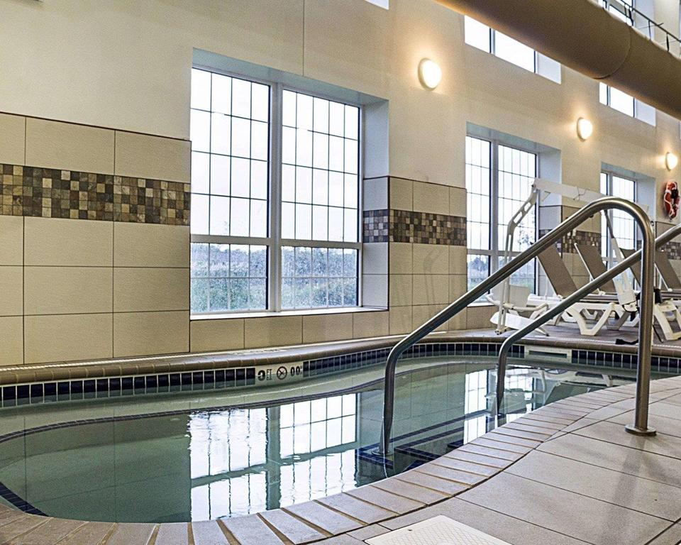 indoor hot tub, hotel, comfort suites, relax, kid friendly, family friendly, Minot,